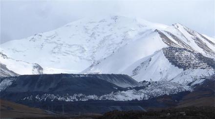Waste Rock near Kumtor Gold Mine, Kyrgyzstan                                      Photo: Robert Moran                                      CEE Bankwatch Network, http://bankwatch.org/